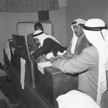 عملية فرز الاصوات في أول انتخابات لمجلس الأمه